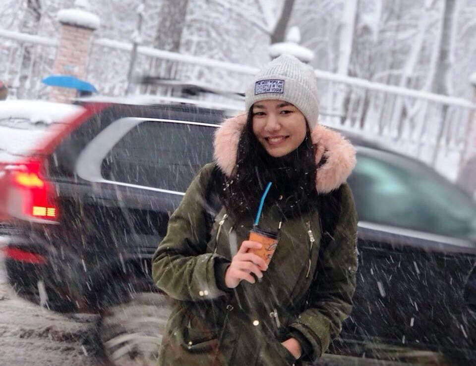 Киевские водолазы ищут вДнепре тело прыгнувшей смоста студентки