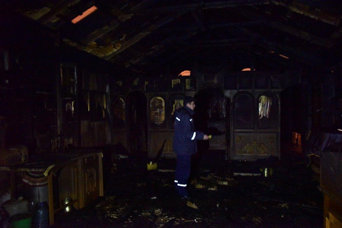 Радикалы подожгли храм Московского патриархата воЛьвове