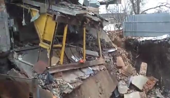 В Харькове ушел под землю целый дом
