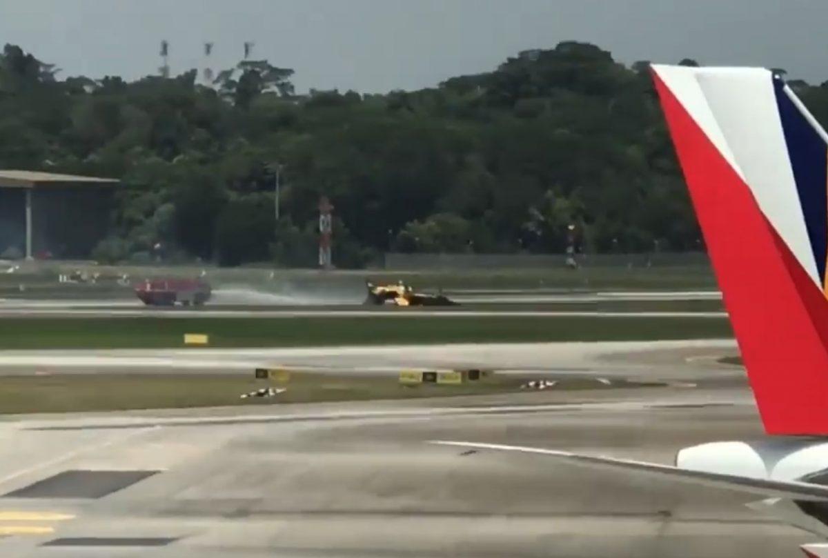 Самолет южнокорейских «Черных орлов» зажегся вовремя взлета вСингапуре