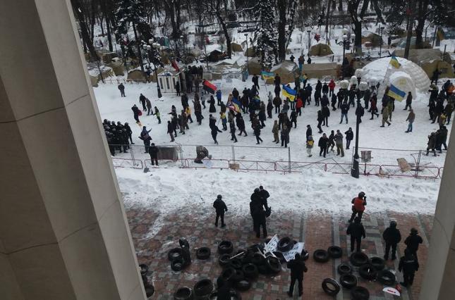 Сторонники Саакашвили убрали часть палаток возле Верховной Рады