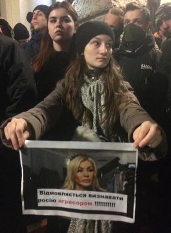 «Признала РФ агрессором»: во Львове активисты устроили Билык «коридор позора»(Видео)