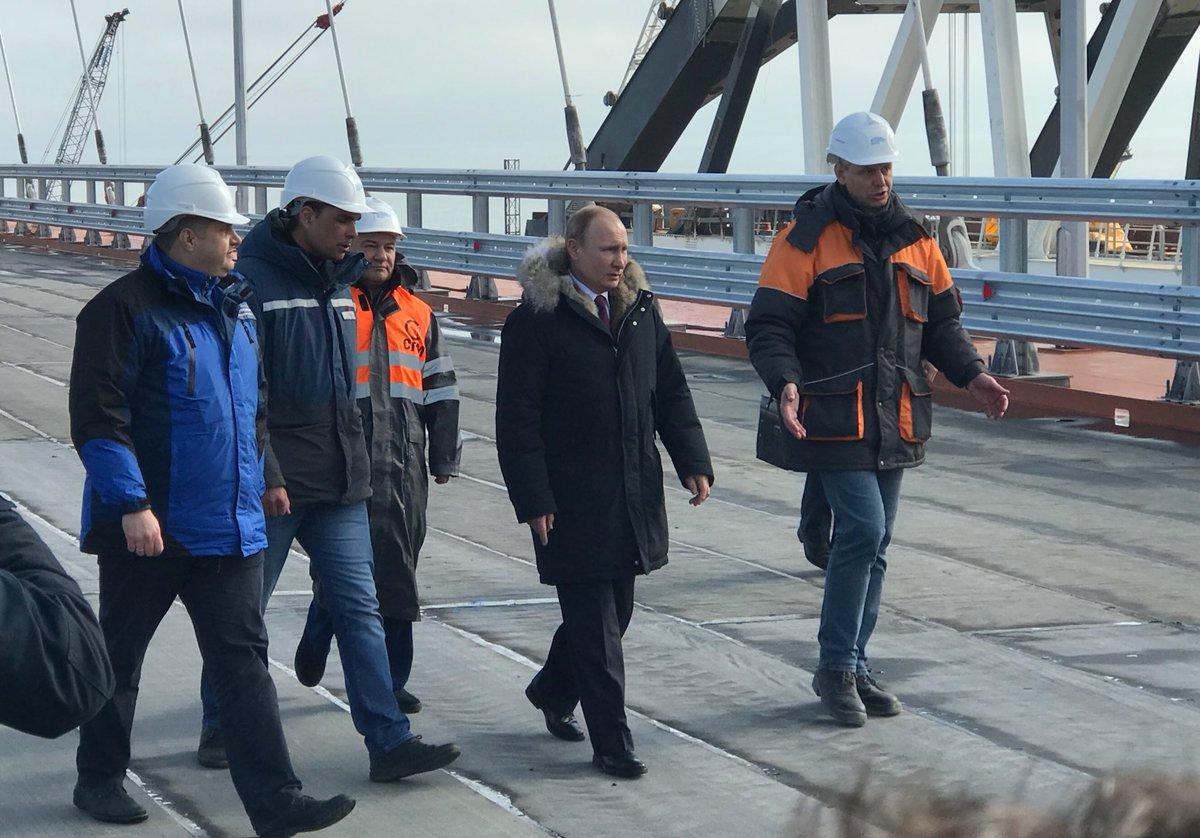 Картинки по запросу Владимир Путин лично проверил Крымский мост