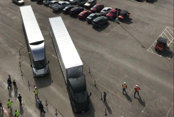 Илон Маск поведал опервом рейсе беспилотных фургонов Tesla