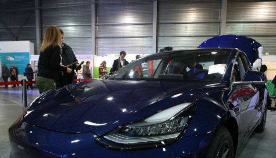 Презентовали первую вгосударстве Украина Tesla Model 3 8