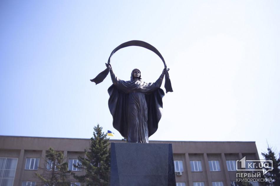 ВКривом Роге открыли новый монумент — Богородица вместо Ленина
