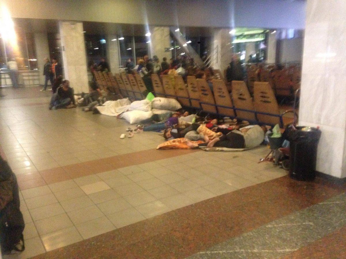 Столичный ж/д вокзал оккупировали цыгане