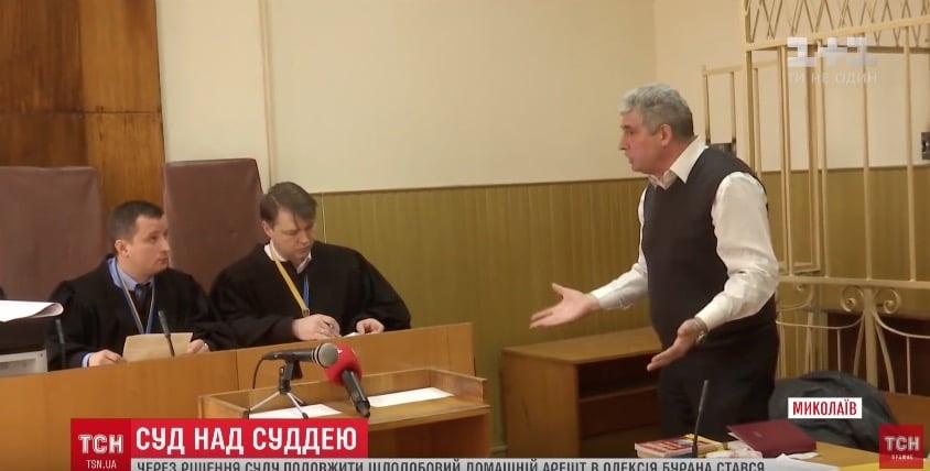 Одесский судья-стрелок Буран пытался поранить себя авторучкой всуде