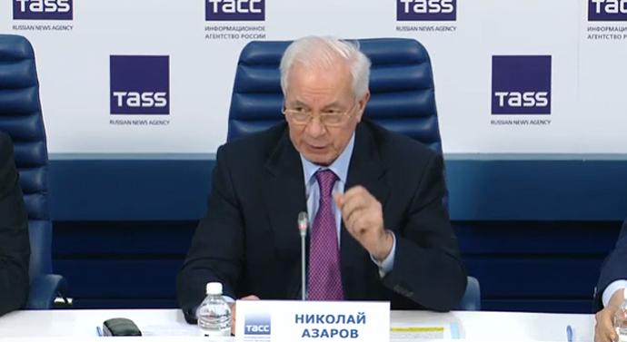 Навопрос одоходах Азаров ответил, что в Российской Федерации стоит напаперти
