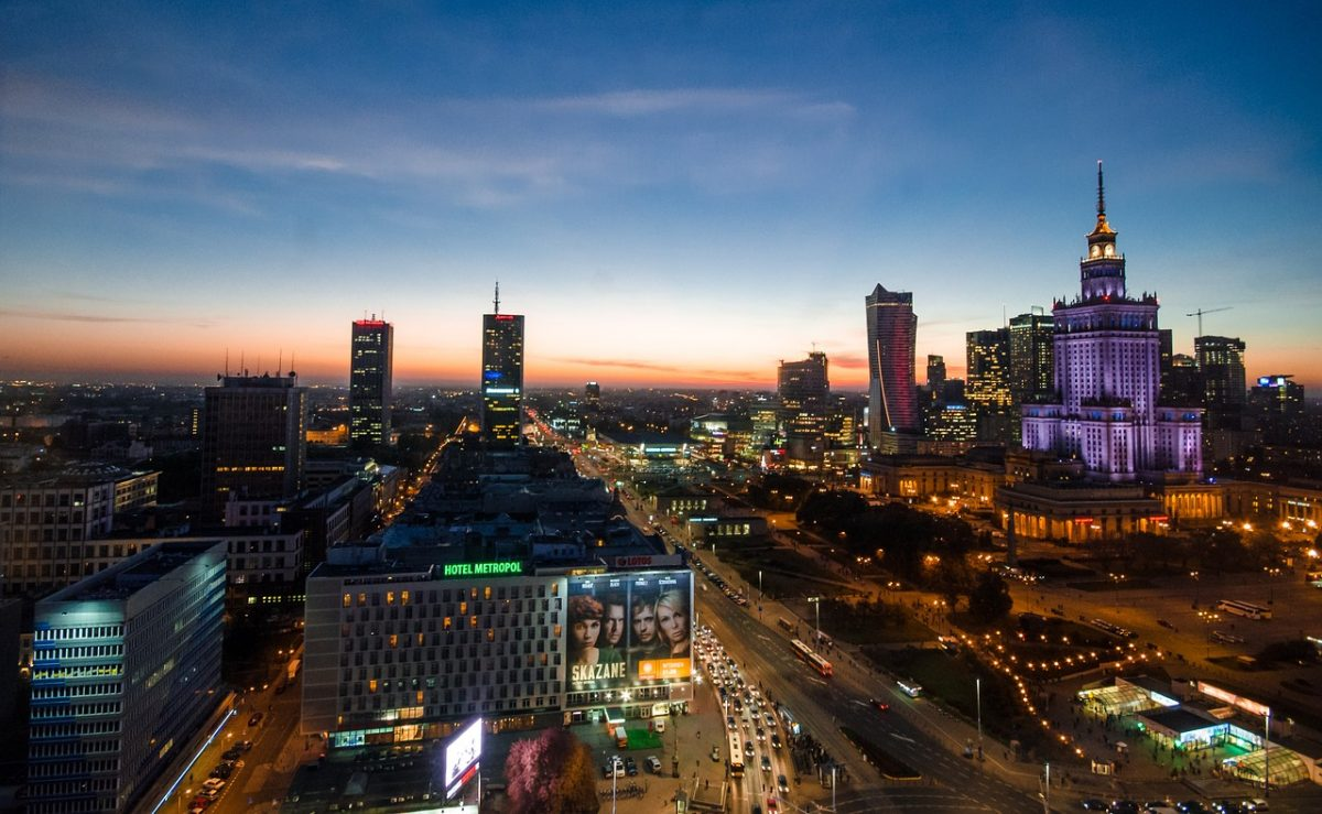 Варшава отреагировала: Под посольством вКиеве сожгли польский флаг
