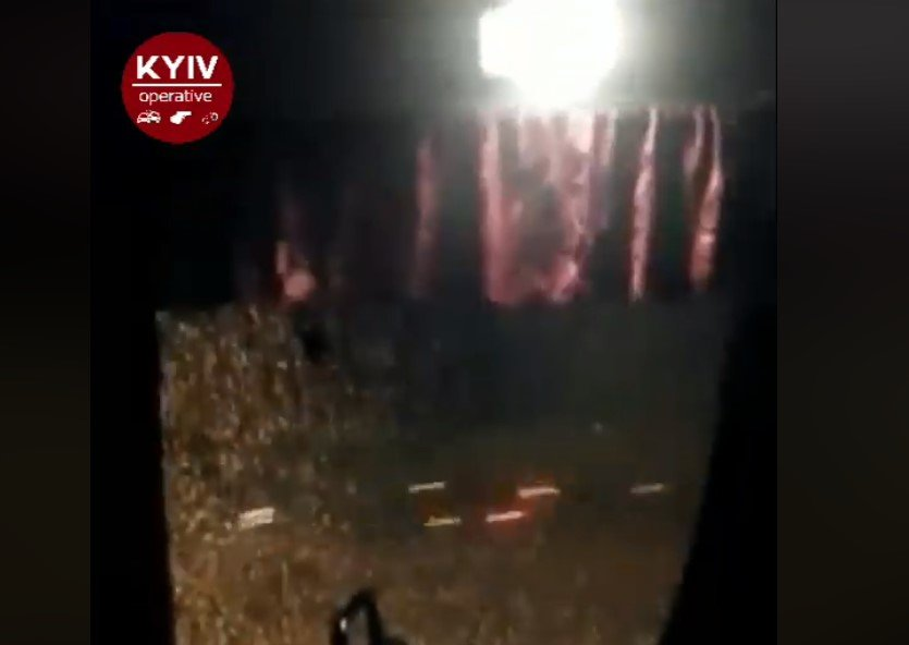 ВКиеве около метро обстреляли маршрутку