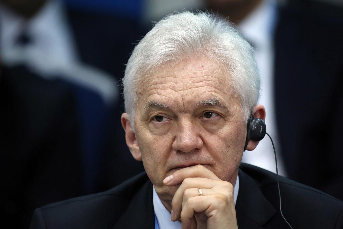 Русский олигарх из-за санкций вынужден торговать имущество