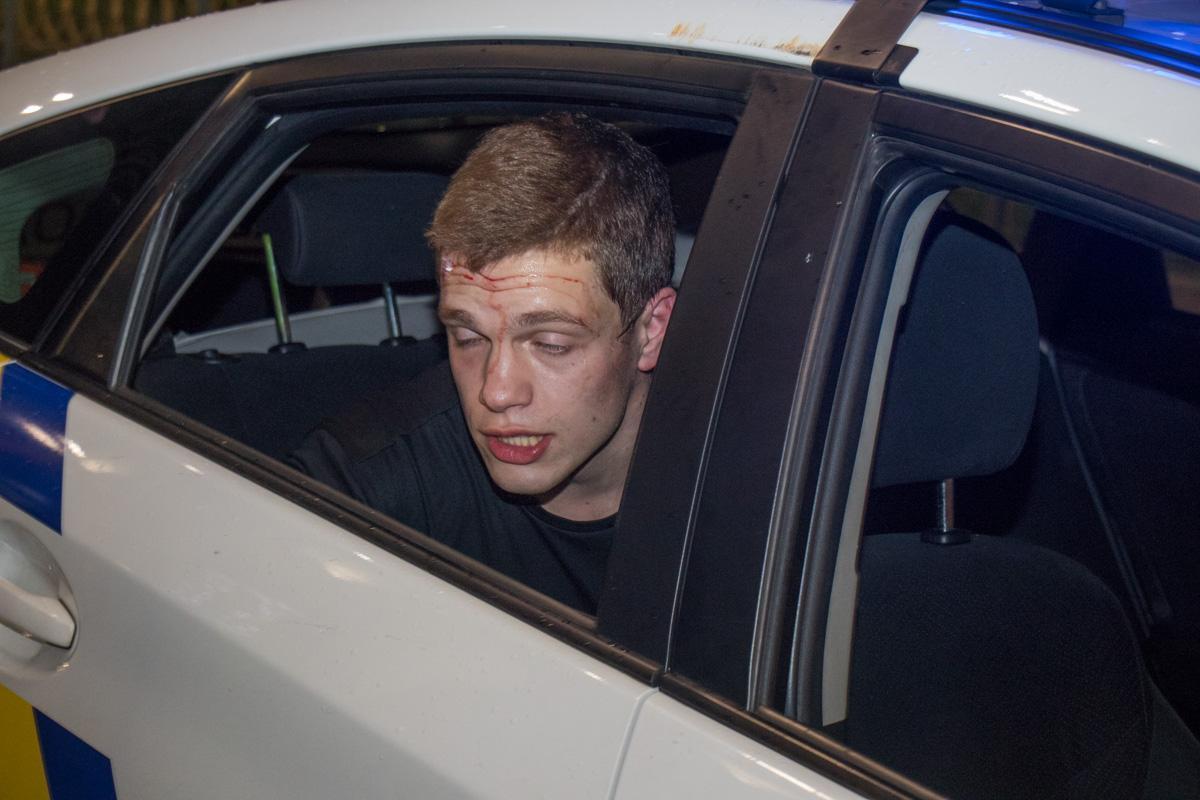 Протащил 50 метров: неадекватный водитель в центре Киева сбил девочку и пытался сбежать