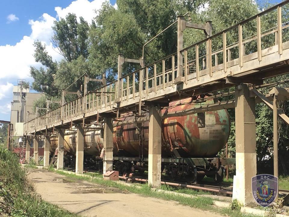 В Киеве нашли нефтехранилища с 4 млн. литров «левого» топлива