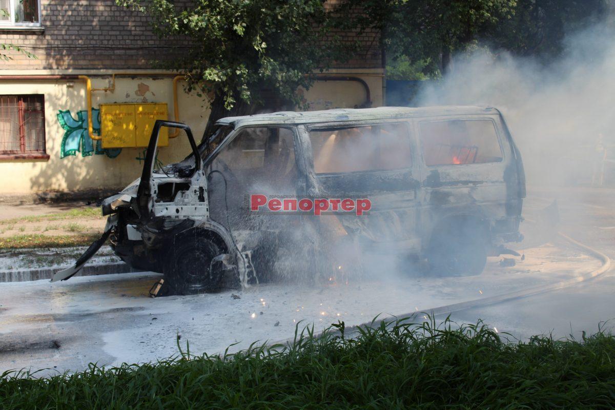 В Каменском взорвался микроавтобус с депутатом горсовета — СМИ