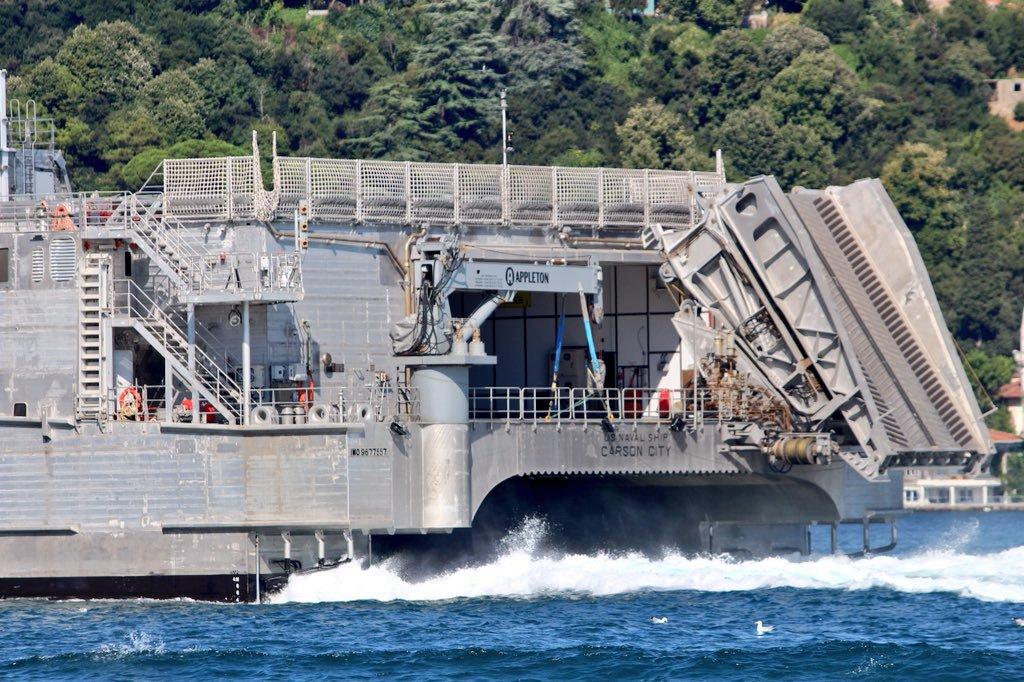 В Черное море вошел уникальный военный корабль США. Видео 1