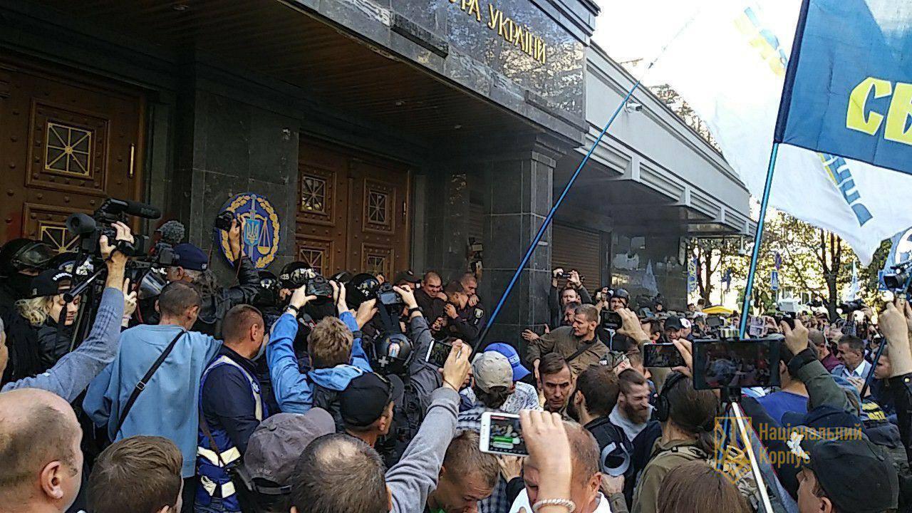 Возникла реакция Луценко— Беспорядки под ГПУ