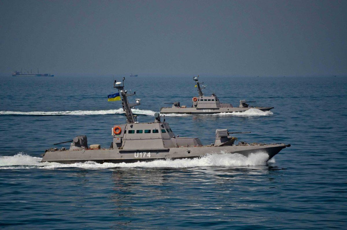ВМС Украины начали переброску артиллерийских бронекатеров наАзовское море
