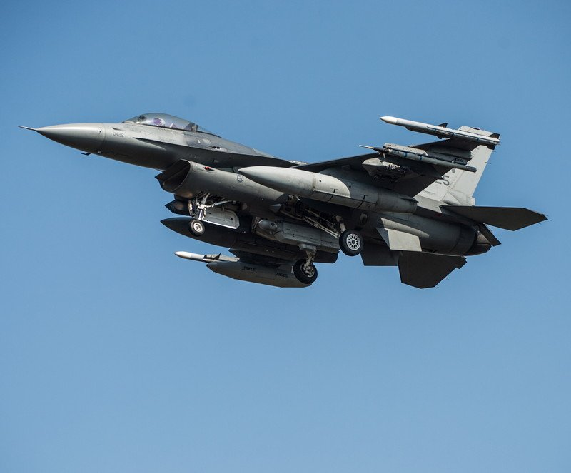 Словакия закупит у США истребители F-16