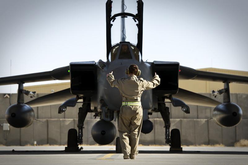 Британский парламент санкционировал начало военной операции противИГ вСирии