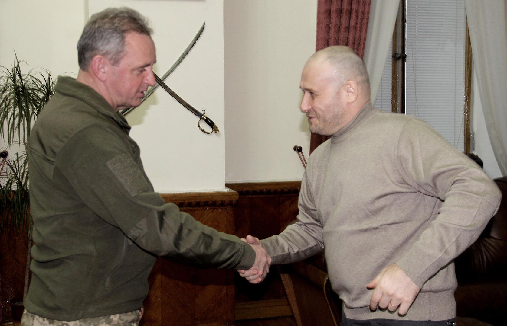 Жители Киевщины передали украинским воинам бронеавтомобиль и передвижную баню - Цензор.НЕТ 2336