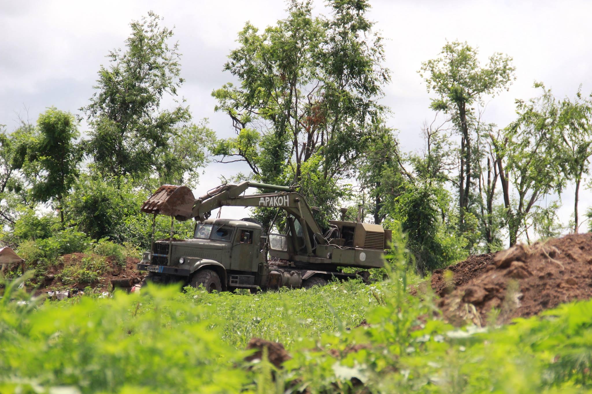Двое военных ранены в зоне АТО в понедельник