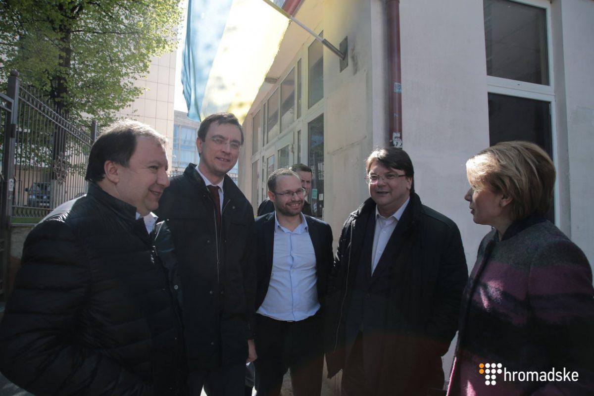 Депутаты и министры от «Народного фронта» пришли в суд «спасать» Мартыненко